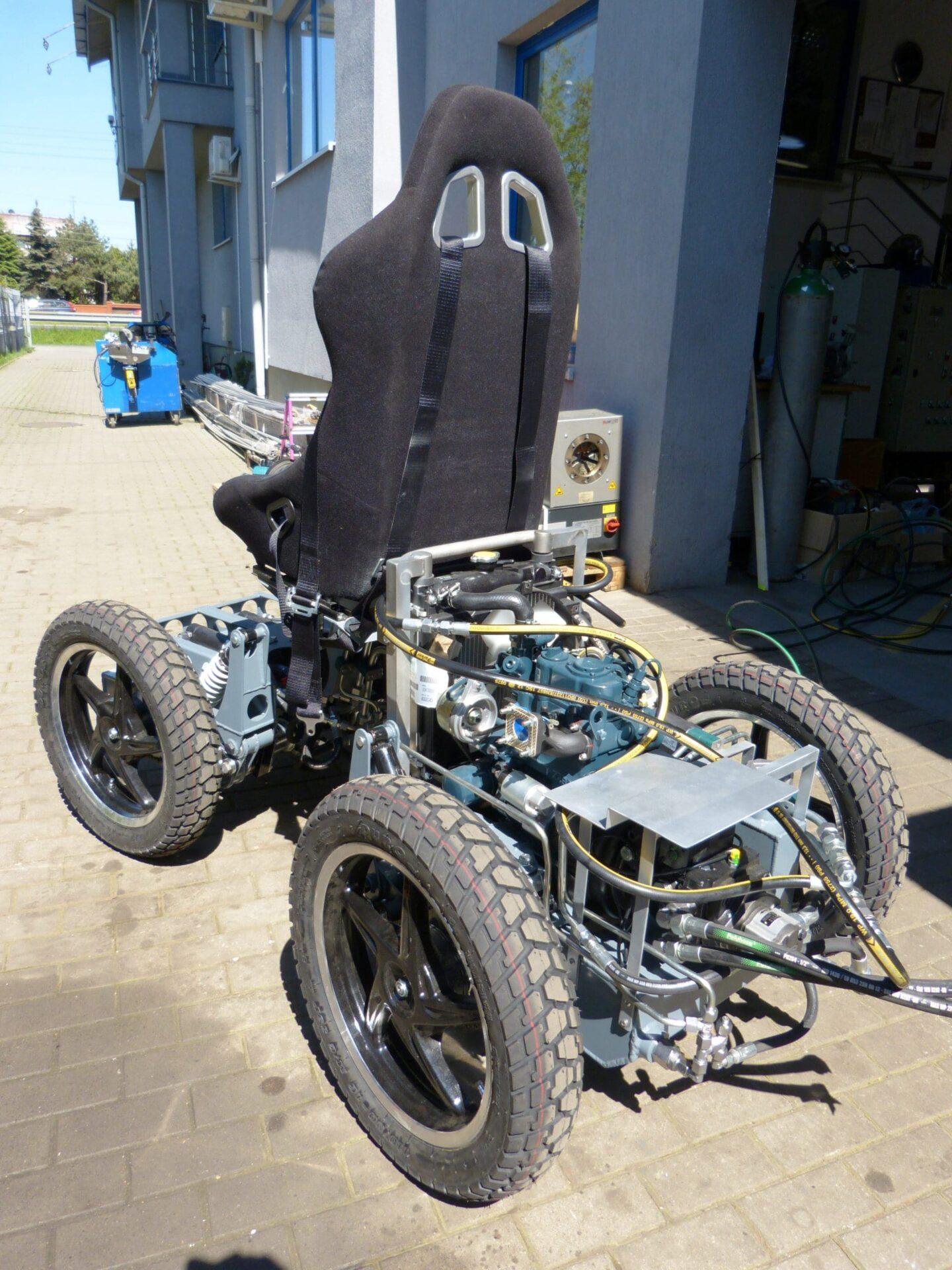 samobiezny pojazd z napedem hydrostatycznym e1515484078388 scaled - Workstations for the laboratory of unmanned platform drives