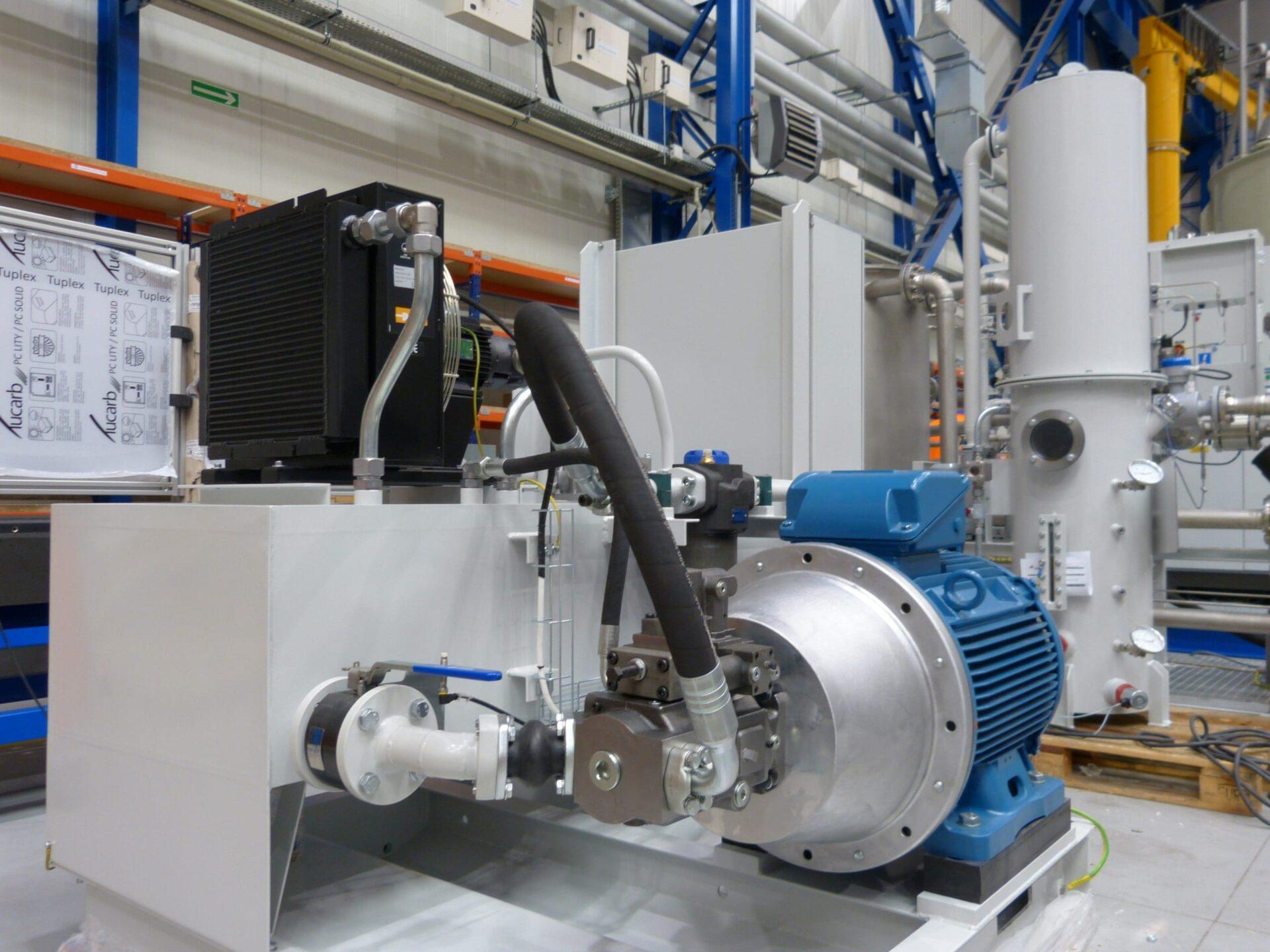 stanowisko do badania komponentow hydraulicznych scaled - Stand for checking hydraulic components