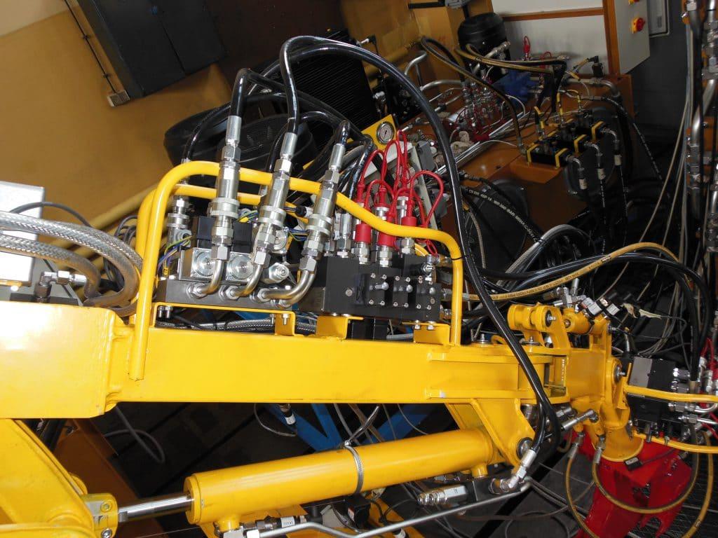 hydrauliczny naped ramienia antropomorficznego rdl hydraulics 1024x768 - Laboratory stands