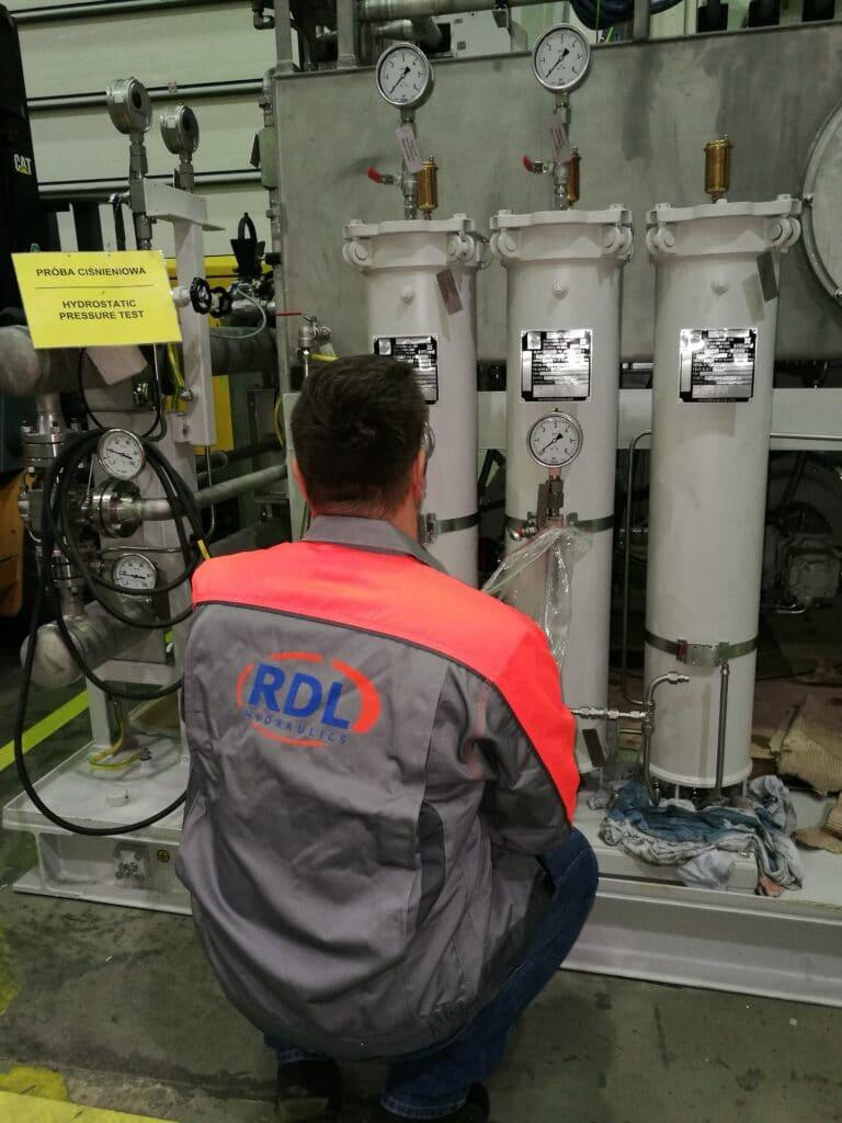 prace serwisowe ukaad smarowania aolysk kompresora 768x1024 - Serwis