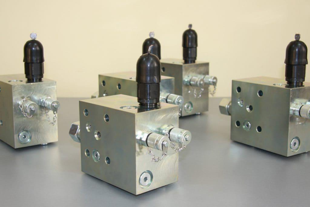 zaprojektowanie i wykonanie bloku zaworowego do siˆownik¢w w hucie na podstawie dostarczonego wzoru wraz z modernizacj¥ zamiana nieprodukowanych komponent¢w na nowe rozwi¥zania rdl hydraulics 1024x683 - Valve blocks
